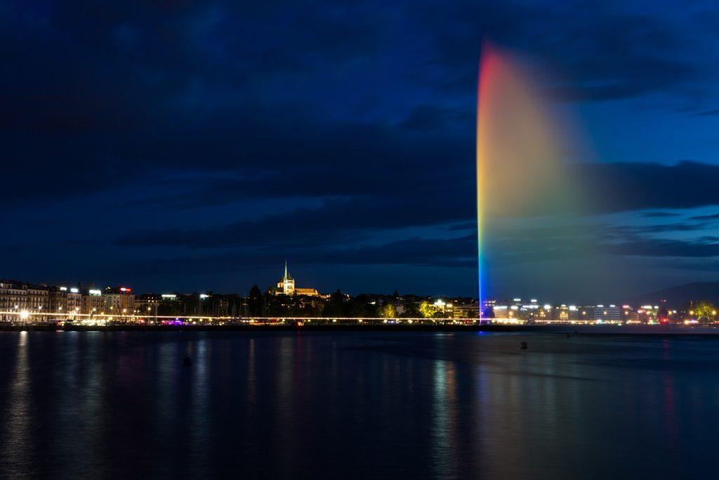 Pose longue de 30 secondes de nuit (Jet d'eau de Genève)